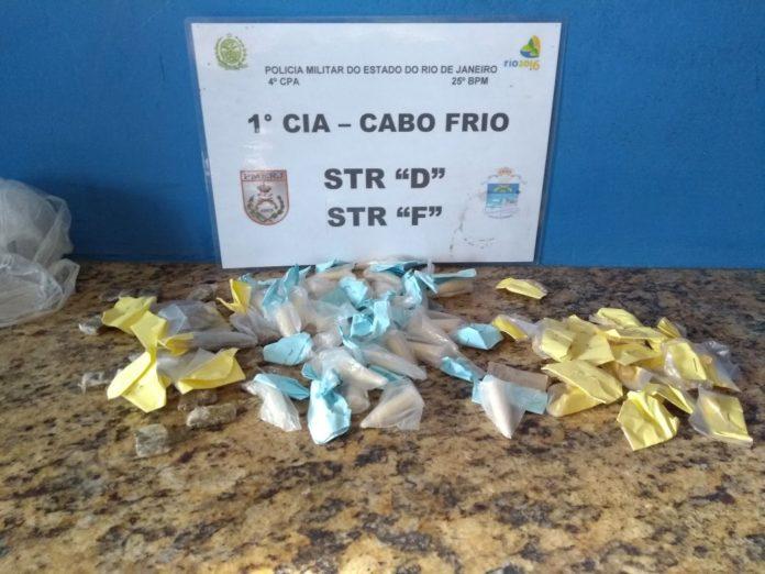 Homem é preso maconha, cocaína e crack em Cabo Frio