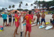 Inscrições para curso de salvamento para surfistas estão abertas em Arraial do Cabo