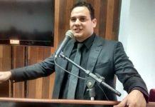 Vereador Vanderlei Bento protocola pedido de impeachment contra Marquinho Mendes