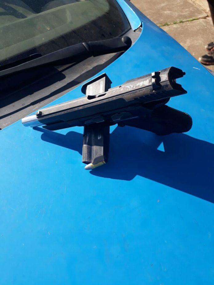 Uma arma foi apreendida durante a ação