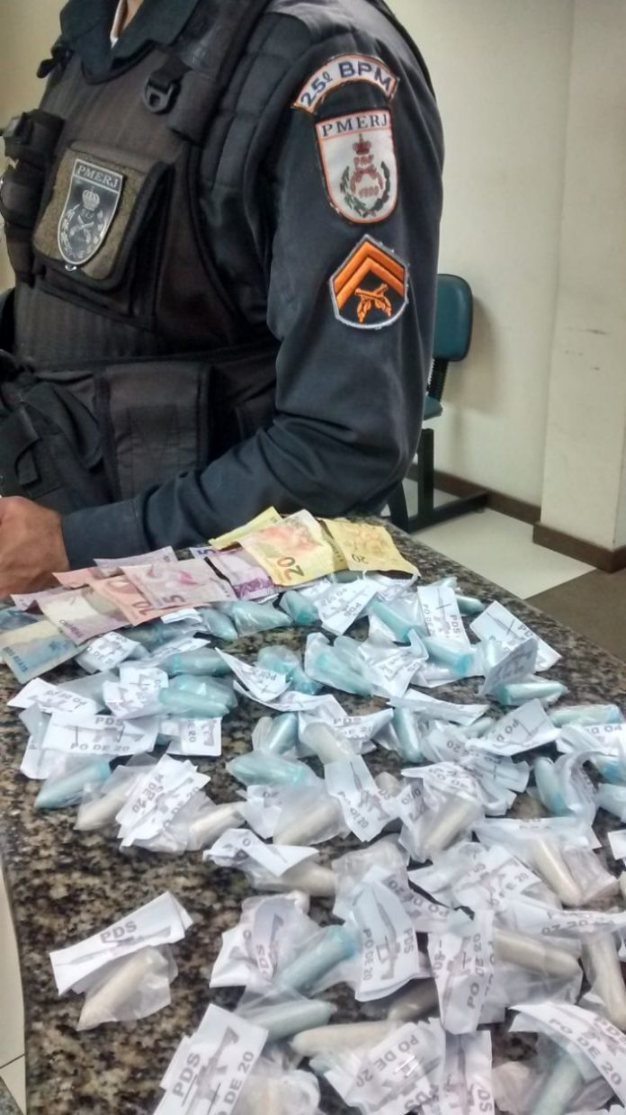 Com a dupla, de 13 e 16 anos, foram encontradas 190 cápsulas de cocaína