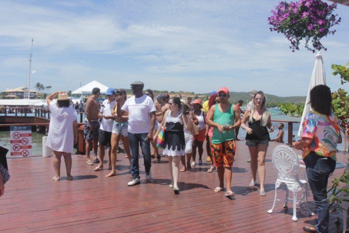 Turistas recebem ação educativa contra o Aedes Aegypti em Cabo Frio