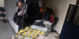 Homem é preso com pistola, munições e cápsulas de cocaína em Búzios