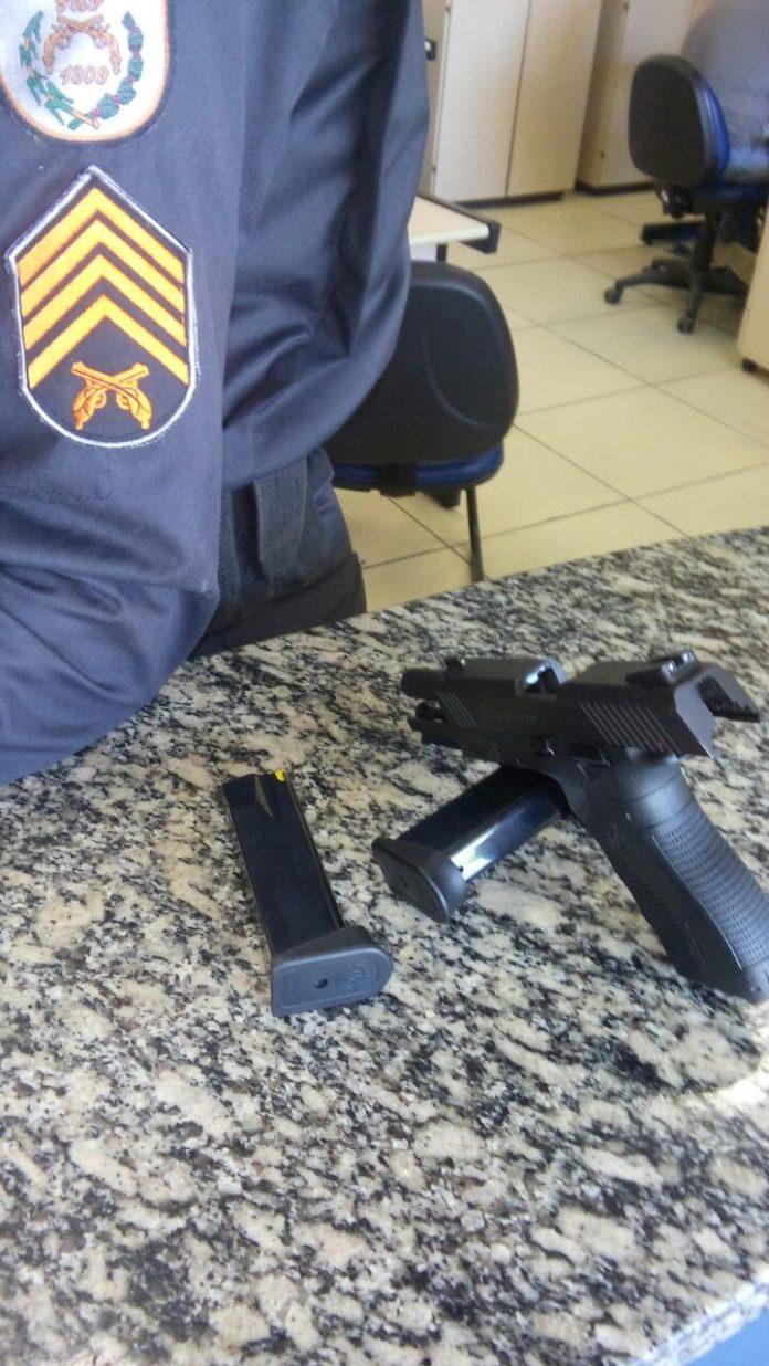 Mulher é presa em Araruama por suspeita de porte ilegal de arma