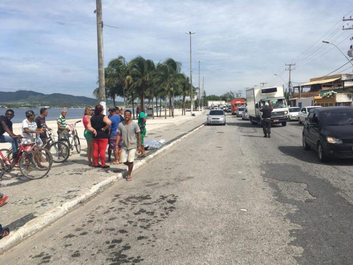 Trânsito na RJ-140 em São Pedro registra lentidão após morte de homem