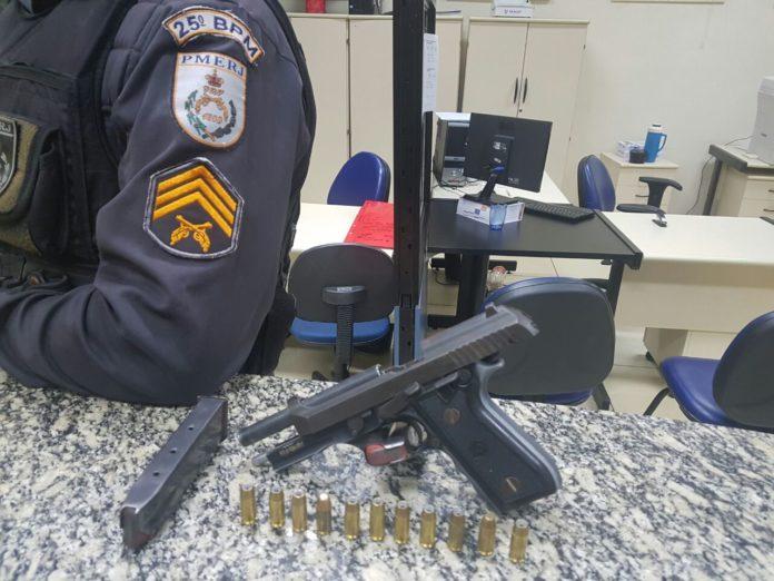 Homem é preso com arma de calibre restrito em Araruama