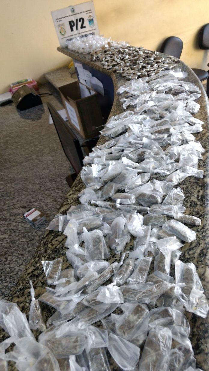 Jovem é preso com grande quantidade de maconha e cocaína em Cabo Frio
