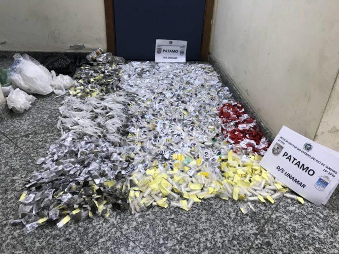 Homem é preso com mais de 1500 cápsulas de cocaína em Unamar