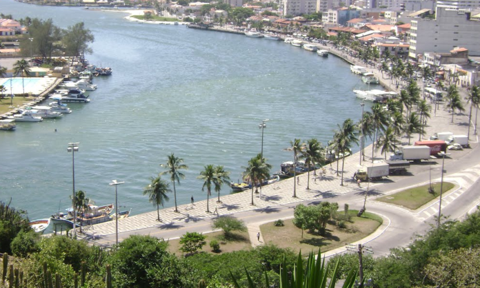 Estacionamento de veículos próximo ao Canal do Itajuru é desativado