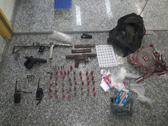 Pistolas e munições são apreendidas após trocas de tiros em Cabo Frio