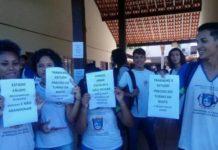 Estudantes lutam contra extinção do Ensino Médio na unidade.