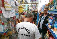 Procon realiza descarte de produtos irregulares em Arraial do Cabo