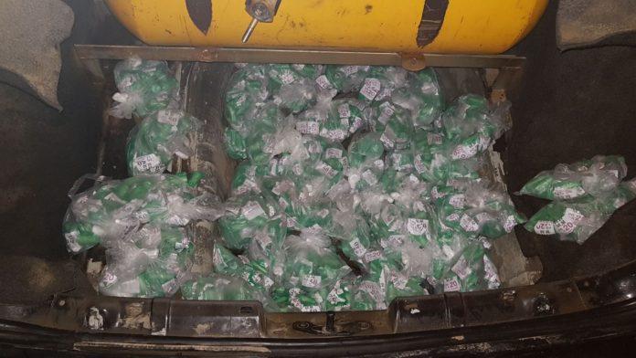 Homem é preso transportando 2.500 pinos de cocaína em cilindro de GNV em São Pedro