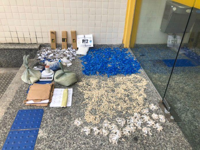 Grande quantidade de drogas é encontrada enterrada no bairro Maria Joaquina