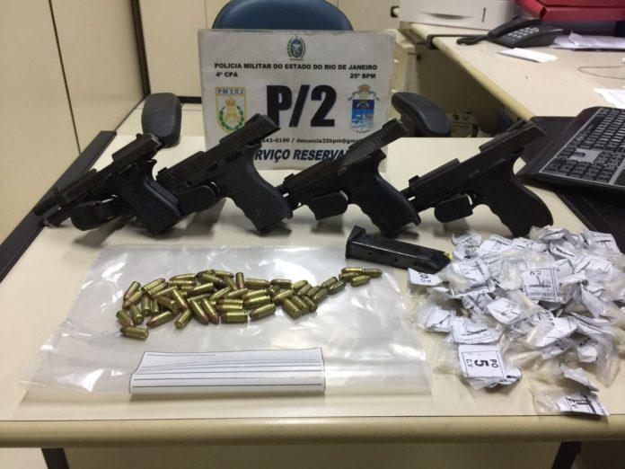 Grupo é detido com pistolas, carregadores e munições em São Pedro