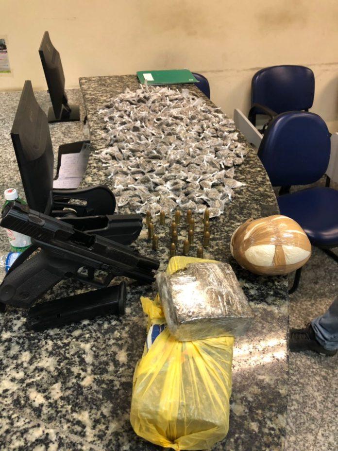 PM apreende mochila com 1,5 Kg de drogas em Cabo Frio