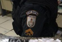 PM apreende pistola, munições e drogas na Ponta do Ambrósio