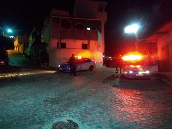 Segurança segue reforçada em Arraial após dia de violência