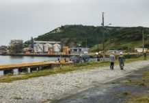 Ibama multa e embarga atividades do Porto do Forno em Arraial do Cabo