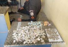 PM apreende 174 pedras de crack com suspeito no Porto do Carro