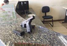 Jovem é preso com pistola e granada em Iguaba Grande após denúncia