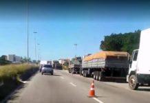 Caminhoneiros realizam protesto contra alta no diesel em São Pedro