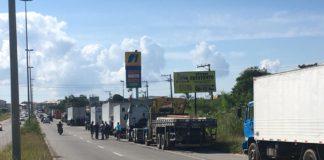 Caminhoneiros fazem greve em São Pedro da Aldeia