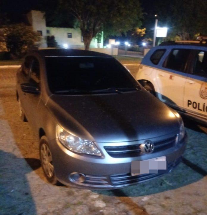 Homem é preso com carro clonado em Búzios