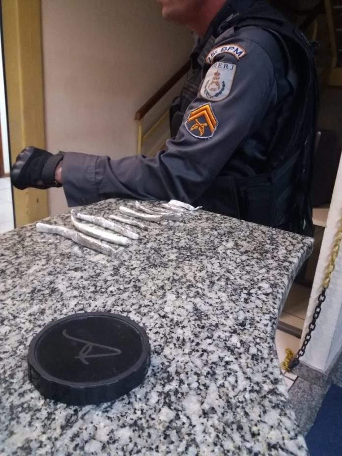 Droga foi apreendida na casa do adolescente. Foto: Divulgação/ Polícia Militar