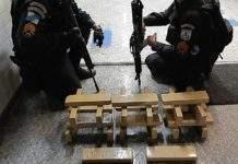 De acordo com a PM, o homem teria confessado ser proprietário dos 240Kg de maconha apreendidos no bairro São João. Com ele ainda foram encontrados mais 30Kg da droga. Foto: PM/Divulgação