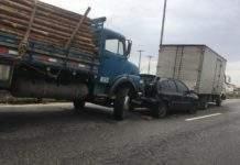 Acidentes deixam trânsito lento na RJ-140, em São Pedro, na manhã desta sexta