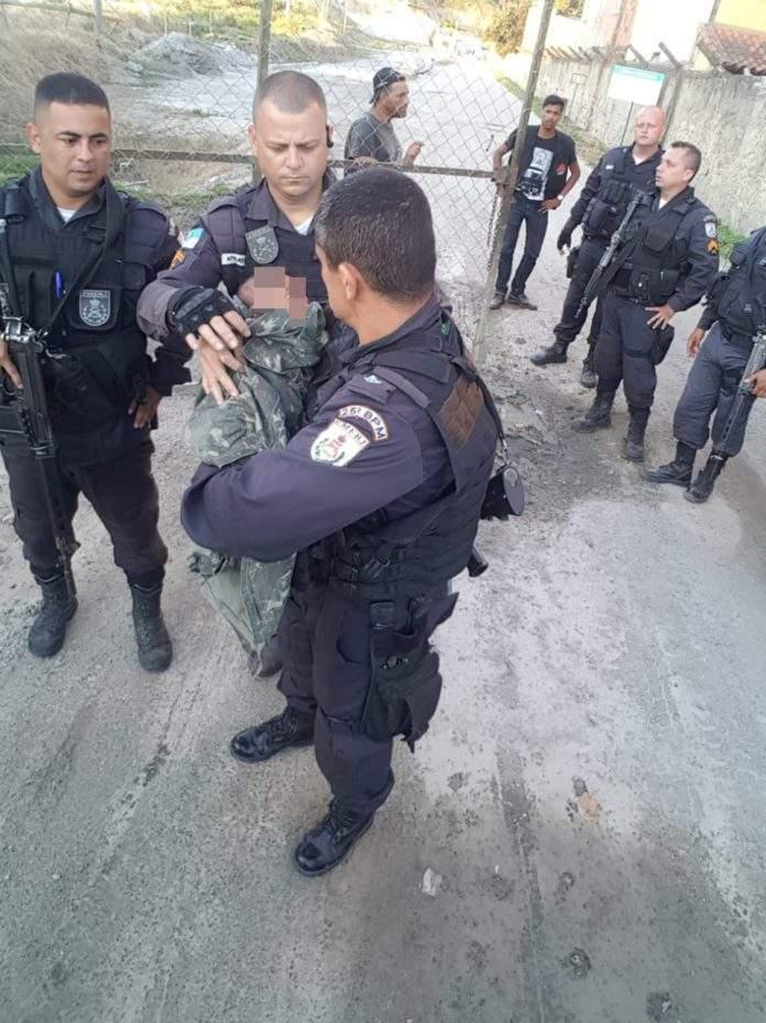 Bebê de três meses é resgatado em pedreira de São Pedro da Aldeia