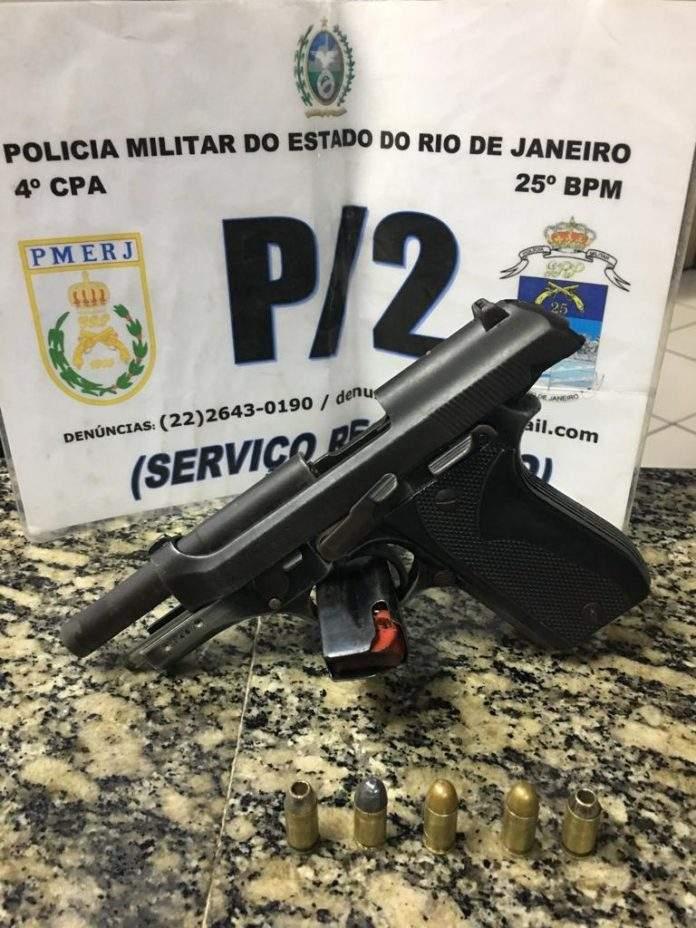 Suspeito foi detido no hospital. Uma pistola e cinco munições foram apreendidas. Foto: PM/Divulgação