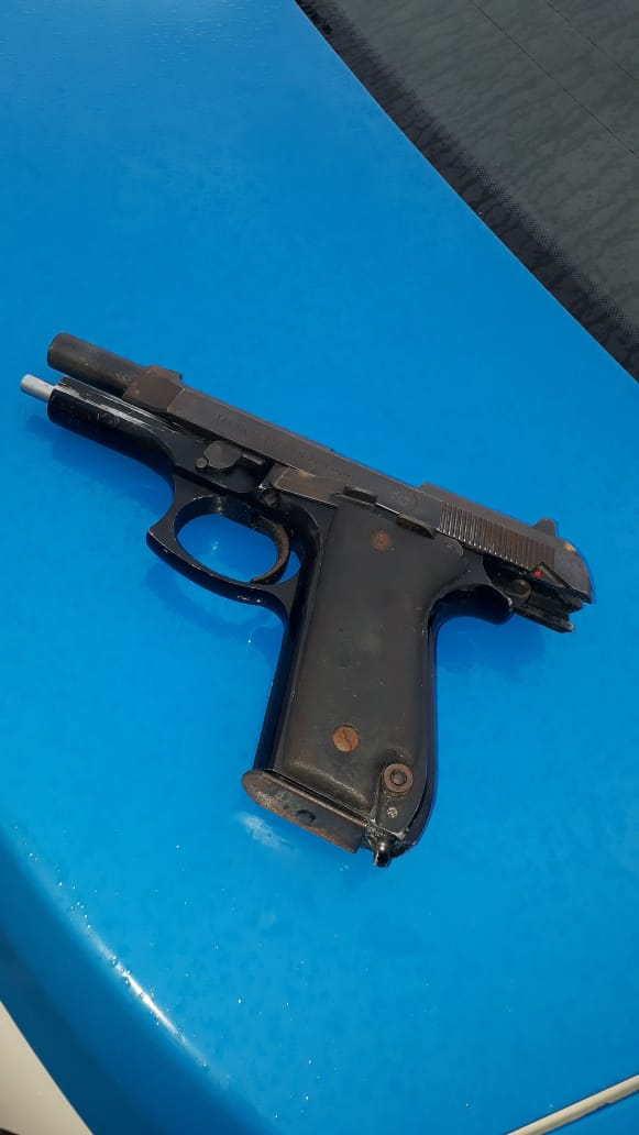 Jovem é preso com arma e drogas após confronto em São Pedro da Aldeia