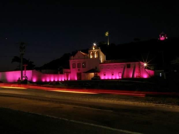 Outubro Rosa terá iluminação especial em pontos de Cabo Frio e Iguaba.