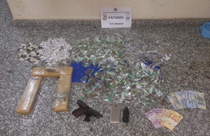 Segundo a PM, a ação teve início em Tamoios, em Cabo Frio, porém e parte das drogas foi encontrada enterrada no município de São Pedro da Aldeia. Foto: PM/Divulgação