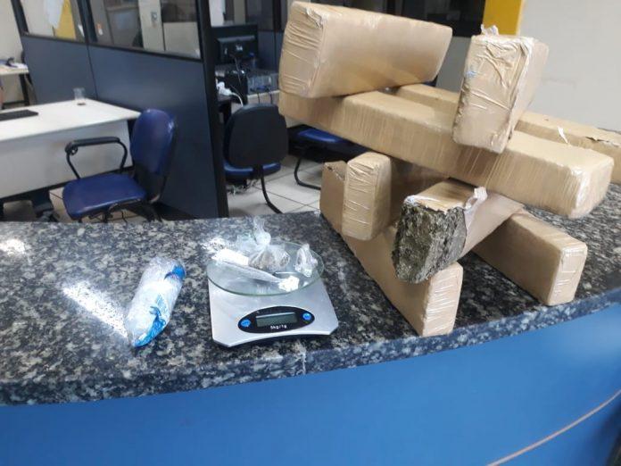 Segundo a PM, material seria distribuído em comunidades de Cabo Frio. Foto: PM/Divulgação
