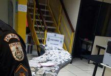 Segundo a Polícia Militar, o rapaz teria confessado ser oriundo do Rio de Janeiro, e vindo para a Região dos Lagos para reforçar o tráfico local. Foto: PM/Divulgação
