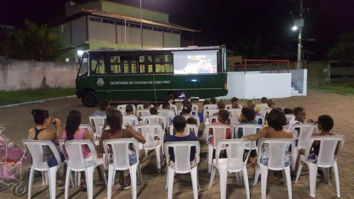 Evento será realizado em todas as terças do mês de abril, levando cinema aos moradores. Foto: Prefeitura/Divulgação