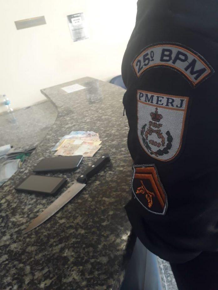 Um taxista acionou a polícia logo após ter sido assaltado por um homem no Jacaré, em Cabo Frio, nesse domingo (02)