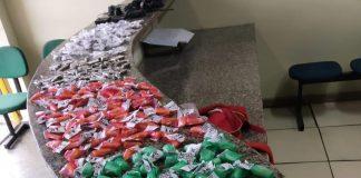 polícia apreendeu um jovem que estava fornecendo drogas no Morro dos Milagres, em São Pedro da Aldeia