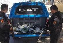 Dois homens foram presos após troca de tiros com a polícia nesse domingo (16) no bairro Monte Alegre, em Cabo Frio.