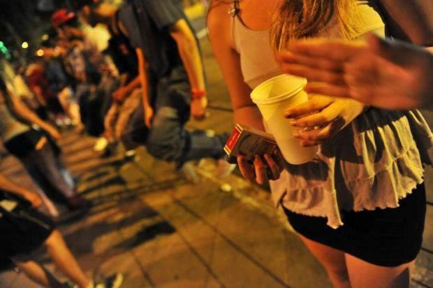 A prefeitura de Búzios por meio da Secretaria de Desenvolvimento Social, Trabalho e Renda, realiza operações contra a venda de bebidas alcoólicas para menores de idade, com apoio da Guarda Municipal, Polícia Militar e Conselho Tutelar