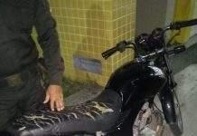 Um homem foi flagrado nessa terça-feira (11) com uma moto roubada em Cabo Frio