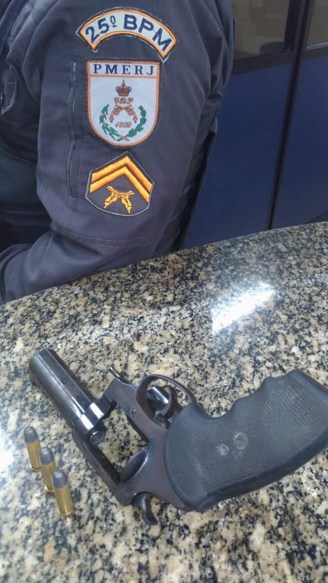 Um homem foi preso por roubar um veículo na Estrada do Guriri, em Cabo Frio
