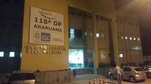 Um homem foi preso após tentar fugir e jogar uma arma nas margens da rodovia Amaral Peixoto em Iguaba Grande, nesse domingo (21).