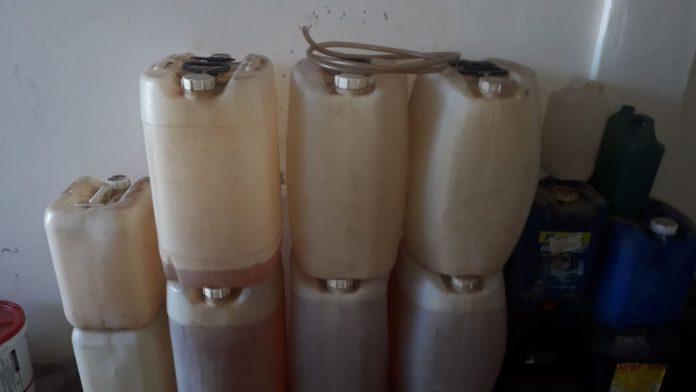 Uma ação conjunta entre a Secretaria do Meio Ambiente e a Coordenadoria de Assuntos Fundiários flagrou armazenamento ilegal de combustível em um condomínio em Unamar, no Segundo Distrito