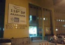 Um homem foi preso nessa terça-feira (23), em Araruama. Segundo a polícia ele é acusado de vender armas e veículos clonados para a comunidade do Mataruna.