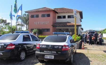 Dois homens foram presos com drogas na Estrada do Canto esquerdo, em Geribá, Armação dos Búzios, na noite deste sábado (10).