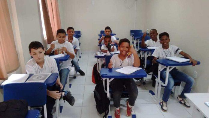 A Coordenadoria Geral do Programa Educacional e Preventivo a Drogas, Trânsito e Violência (PROGEP) em parceria com a Secretaria de Desenvolvimento Trabalho e Renda desenvolvem no CRAS da Rasa